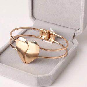 Gold Heart Bangle Bracelet. 🆕